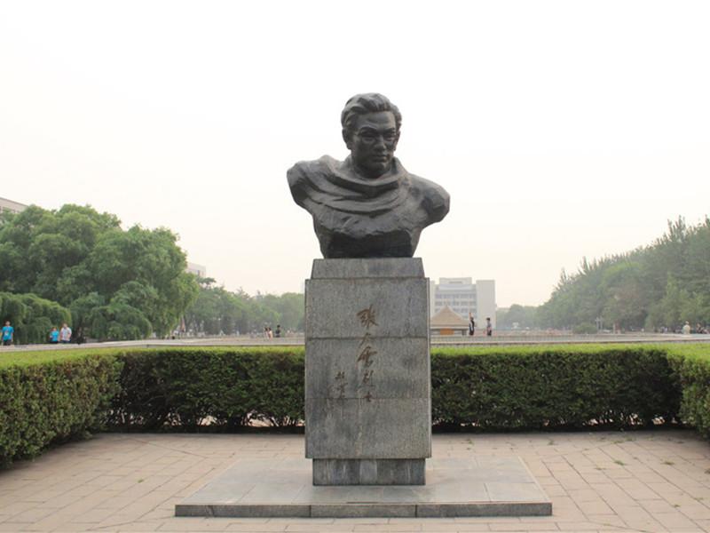天津大学张太雷像